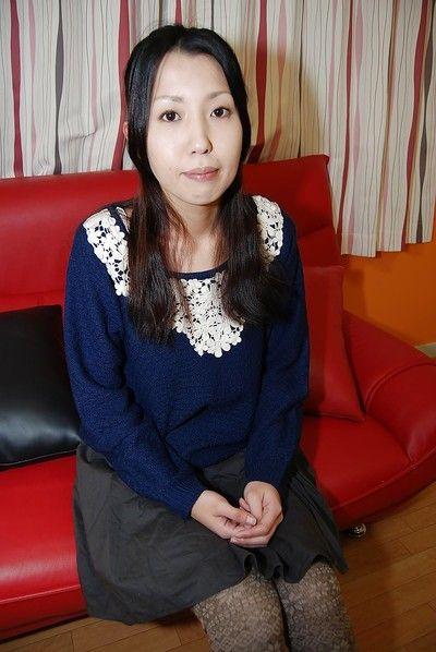 Brunette Asian chicito Yui Nakazato demonstrates her little love bubbles