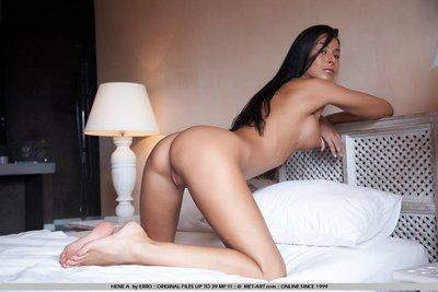 Brown hair glammie Hana Black shows off her fully shaped titties and smooth pussy