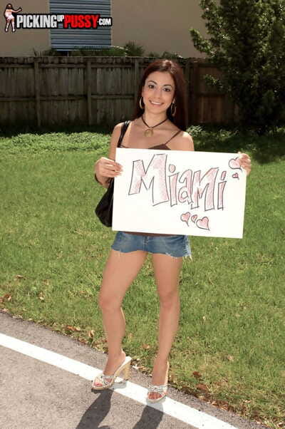 Petite girl Nikki Vee went to Miami for ravishing drivers dick in pussy outdoors