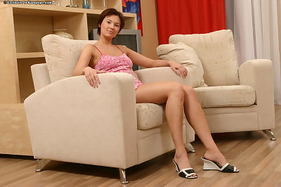Attractive amateur youthful babe Elvira impresses guys with her snatch