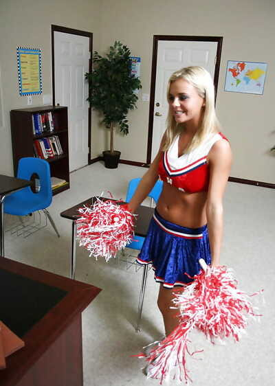 Slutty golden-haired cheerleader Bree Olson accepts her shaved cunt cocked up
