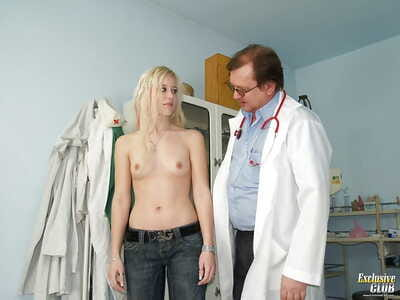 Pretty golden-haired Kristyna spreading vagina in front of her doctor