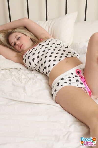 Mammut Blondie darling Bach wenig Schuppen Ihr Pyjama top zu frei Ihr größte Melonen