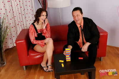 Rounded teen babe Linda Ray gets her smooth head love-cage licked and nailed