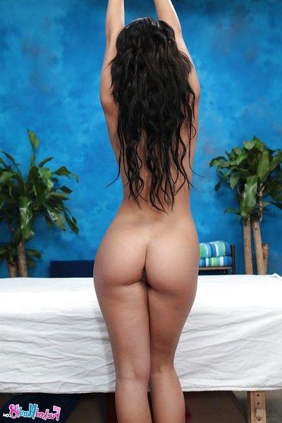 नग्न लड़कियां