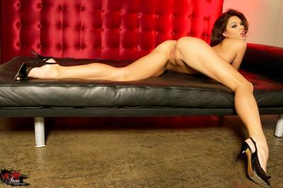 Decadent Chinese hottie Valentina Vaughn 1st way in ebon panty and barely then returns us with unclothed nub