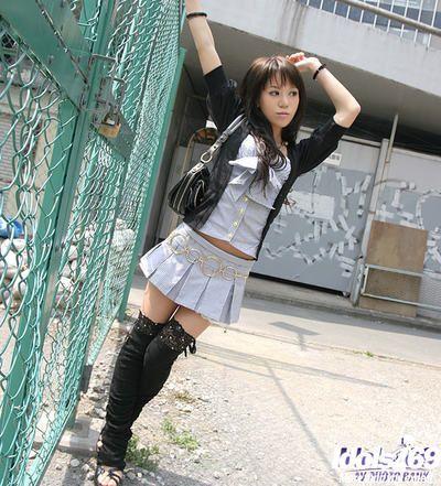 Elegante oriental los adolescentes fashionmonger Erótica El baile off su prendas de vestir