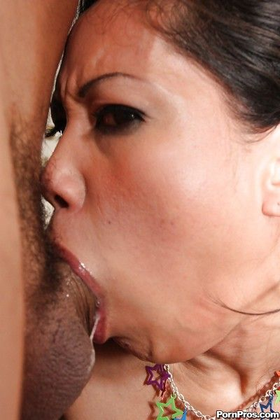 Oriental MILF Jessica Bangkok deepthroat tough stick out of gagging