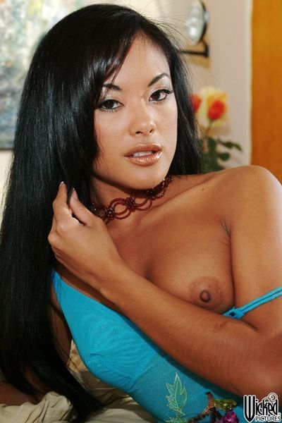 Fabulous Eastern Kaylani Lei flashes the superb tit, tight a-hole and uterus