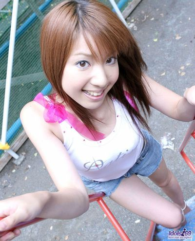 Merry Chinese hotty Yuuna Idols enjoys in teasing and lifting her t-shirt outdoor