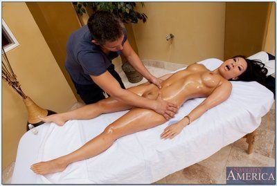 Enjoyable Chinese lady Asa Akira gains pounded hardcore by a raunchy masseur