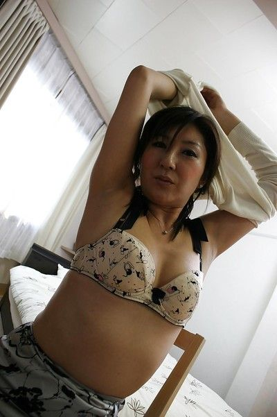 Vivacious Chinese courtesan Keiko Ayata showing tasty bushy twat
