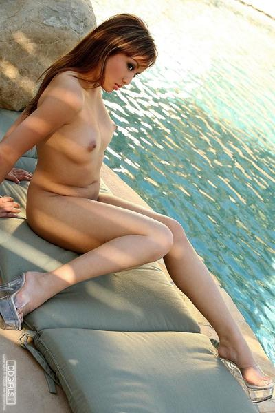 Showing her Japanese princess next to the water Tia Tanaka takes her clothes off and enjoys the warm sun on without..