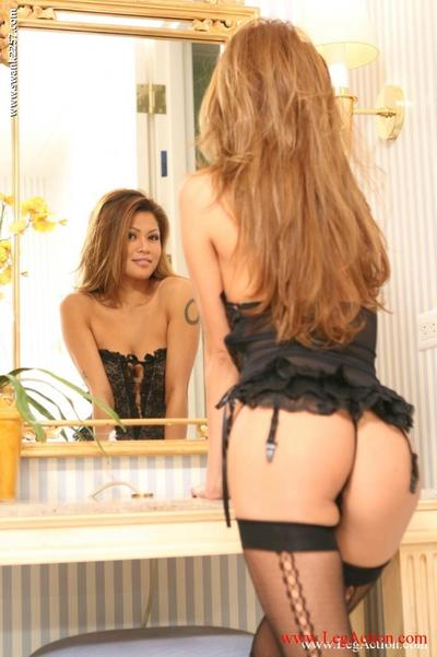 Aspire haired Japanese doll Charmane Star in swarthy underware plays with a vibrator in belly of the mirror