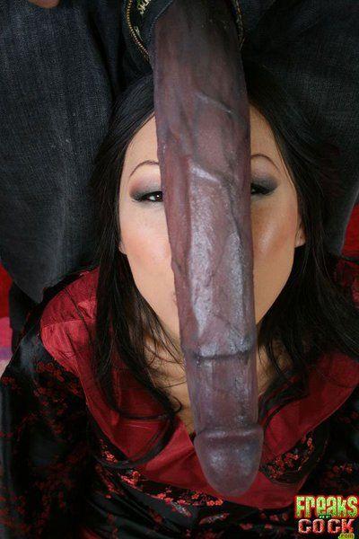 东 女王 Tia 玲 需要 的 最大的 脸部 曾经 到底 后 得到 穿透 通过 黝黑 暴徒 shlong