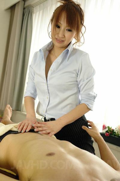 آنا Mizukawa هو وهو الشرقية مدلكة الذين يعامل لها تابعة مع عميق ضربة وظيفة متع
