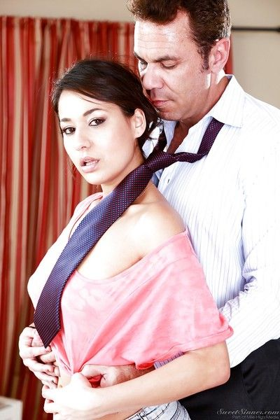 Hawt Japanese starlet Gigi lets a ache male get undressed and grope her