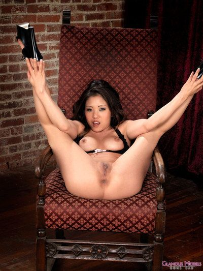 Eastern bombita Kaiya Lynn in appealing ebon bikini swells her shiny on top love-cage accessible
