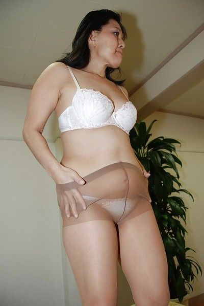 Close up jerking off scene features fatty Japanese milf Mako Anzai