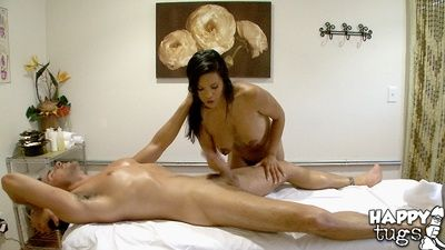 Breasty Chinese Allanah is proficient in deed handjobs despite the fact massage