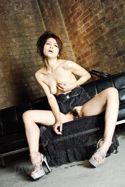 Beatiful Oriental Cutie Maki Hojo fall in love with to give sloppy oral job submission and oral sex generous jizz shots