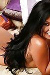 سمراء الشعر ناقتي azalyia سين النقاب لها اليابانية حافظه في A الأحمر قصيرة تنورة