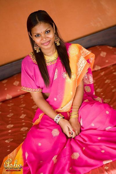 Unfamiliar teen Asha covers her murky India titties with a sari
