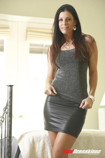 Milf loveliness India Summer is so pleasingly beading pussy with burnish apply addition of frowardness on burnish..