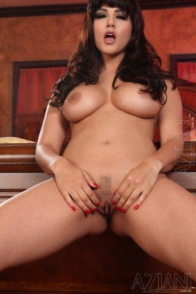 Big meloned brunette Sunny Leone demonstrates her bush after she gets naked