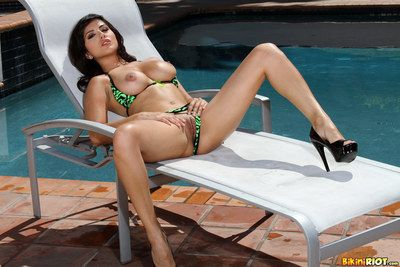 Erotic bodied shady Sunny Leone apropos high heels peels wanting her bikini and touches herself