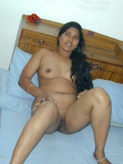 Real indian gfs are posing and naked verandah 28