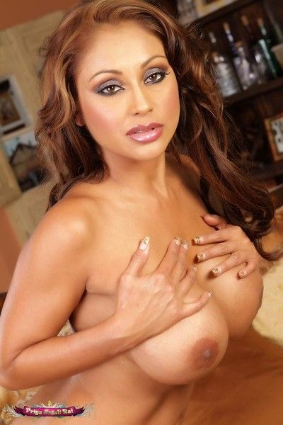 Priya rai exposing her hot indian piecing together after stripping off her bikini