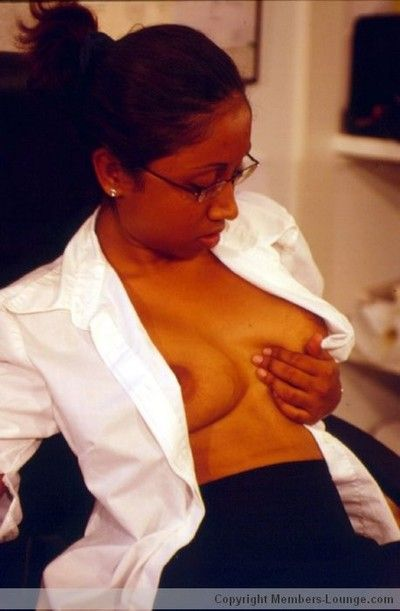 Indian spoil flashing her boobs