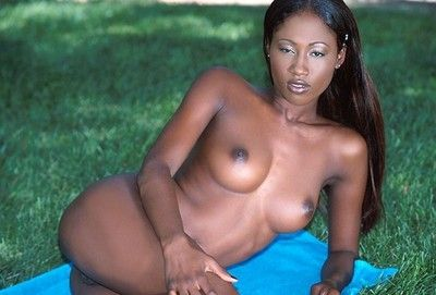 Smoking hot black pornstar india fingers her pink pussy outdoors