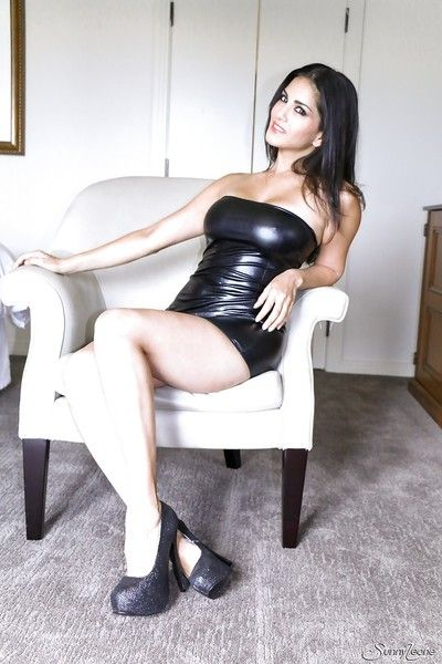 Indian pornstar Sunny Leone reveals her broad in the beam special in a latex skirt