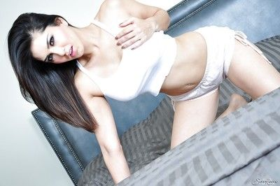 Alluring babe with luscious forms Sunny Leone needs up skit with say no to snatch