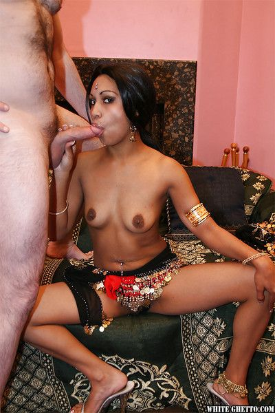 Lubricious indian lassie receives a spacious facial make sure of hardcore twatting