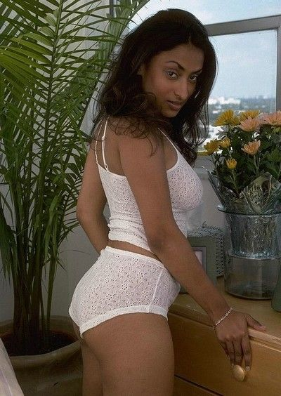 Mouth-watering indian babe in the air lacy lifeless undies shows her dispirited congregation