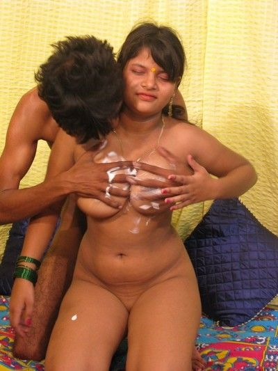 Unmixed indian amateur with great tits