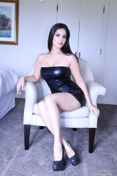 Hot nightfall darkness model Sunny Leone works clear be proper of a tight get up on become heels