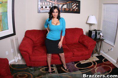 Indian MILF babe with big juggs Priya Anjeli Rai showing her hot body