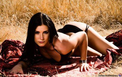 The dirty outdoor stripping and posing from rejected brunette chick India Summer